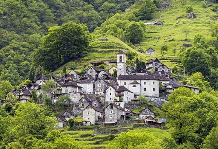 Corippo, ce village qui voulait devenir un hôtel