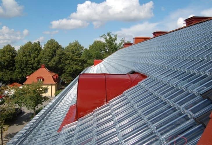 Des tuiles transparentes pour transformer l'énergie solaire en électricité