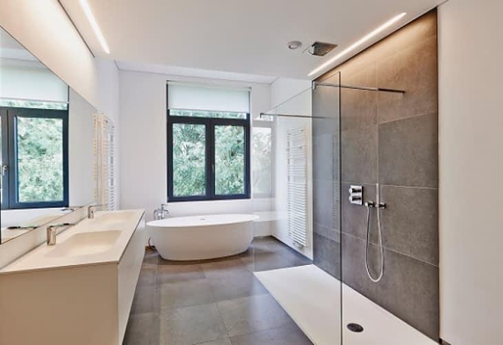 Douche à l'italienne : bientôt obligatoire dans les logements neufs