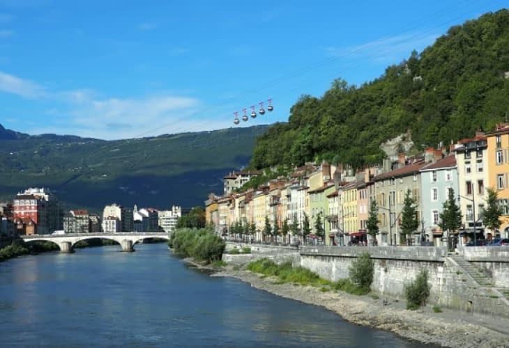 Immobilier à Grenoble : les expulsions (il)légalement encadrées