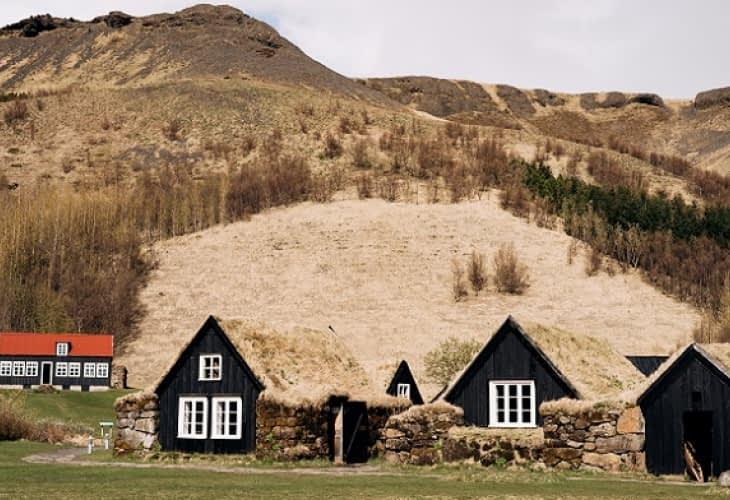 Islande : à la rescousse des maisons en tourbe