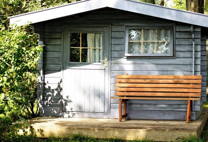 Mode d'emploi pour installer un abri de jardin en toute légalité