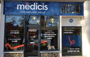 Les vitrines de nos agences aux couleurs de Médicis