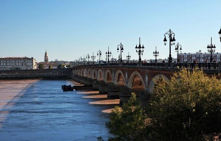 Baisse des prix de l'immobilier annoncée à Bordeaux