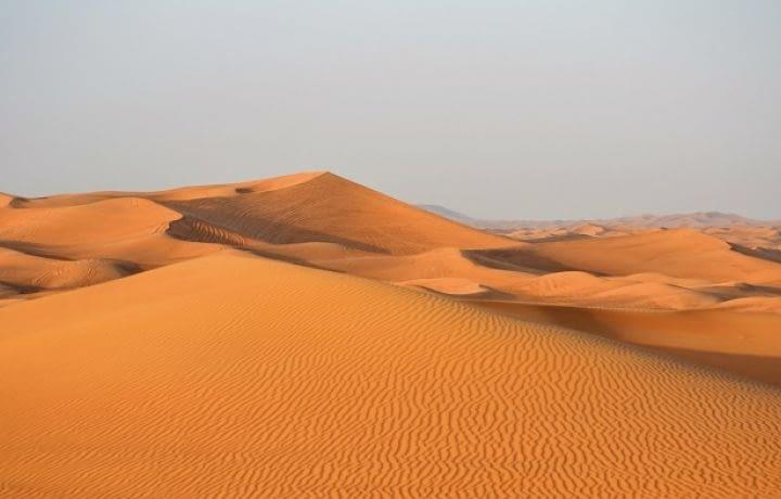 Une centrale solaire géante dans le désert de Dubaï
